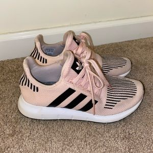 Adidas Swift Run (Youth Sz 5.5)